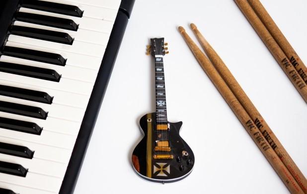 Lær at spille Tinka på klaver og guitar